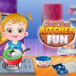 בייבי הייזל משתעשע במטבח